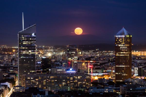 23. lever de lune sur la ville Frédéric Migayron